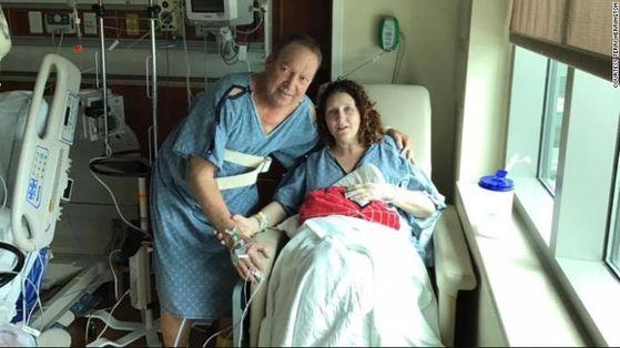 신장 재이식을 받은 제프리 그레인저(왼쪽)와 기증자로 나선 테리 해링턴(오른쪽). 그레인저는 16년 전 테리의 남편으로부터 신장을 받고, 올해 3월에 테리의 신장을 재이식받았다.[페이스북 캡처]