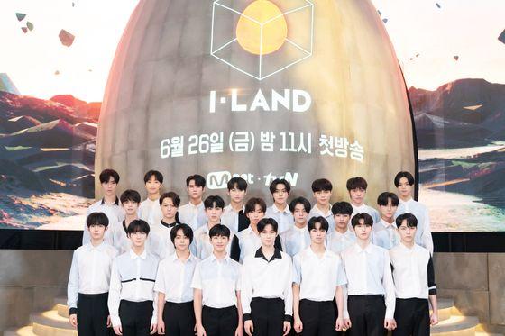 26일 첫 방송을 앞둔 '아이랜드'에 참가하는 23명의 지원자들. [사진 Mnet]