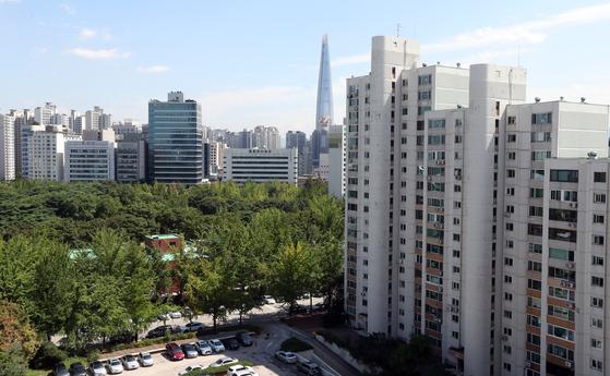 재건축 이슈가 있는 서울 송파구 아시아선수촌 아파트. 1986년 서울 아시안게임 선수 숙소로 사용된 뒤 일반인에게 분양됐다. 법인 명의로 이 단지를 구입한 경우 내년 6월부터 보유세 부담이 50%이상 증가한다. 중앙포토