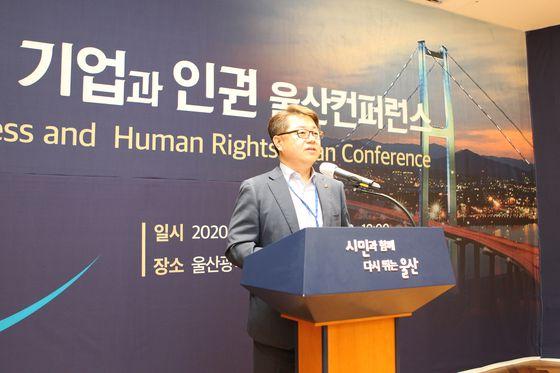 *사진자료 설명 : 박일준 한국동서발전 사장이 2020 기업과 인권 울산컨퍼런스에서 환영사를 하고 있다.