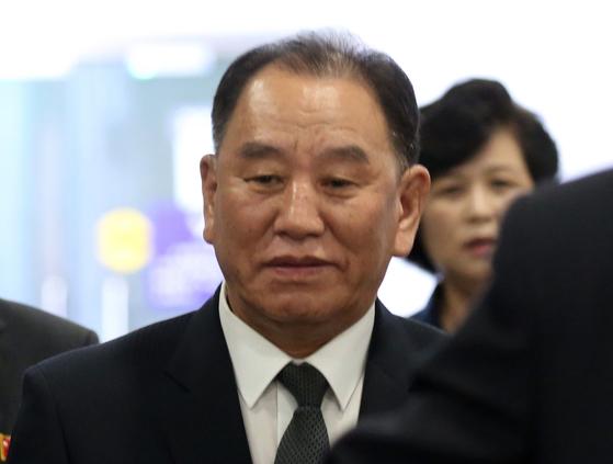 2018년 6월 4일 미국 방문을 마치고 베이징을 경유해 귀국길에 오르고 있는 김영철 노동당 중앙위원회 부위원장. [연합뉴스]