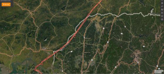 붉은 선(GPS 이동경로)은 풍선 4개가 강화를 출발해 북한 국경(흰색 선)을 지나고 있는 모습을 보여준다고 순교자의 소리는 주장했다. NK News