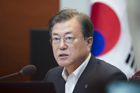 문재인 대통령이 고위공직자범죄수사처장 후보자 추천 박병석 국회의장에 요청했다. [청와대사진기자단]