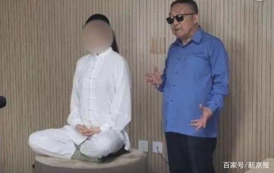 자칭 기공대사인 류상린. 26세의 젊은이에게 70일 단식 치료를 하다가 젊은이가 숨지는 사고가 발생해 중국 경찰의 조사를 받고 있다. [중국 신경보망 캡처]