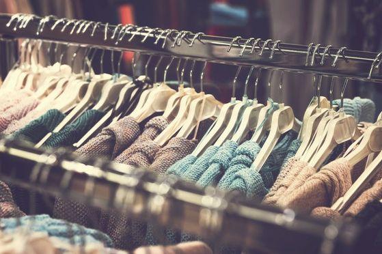 치매에 걸린 고객에게 4년에 걸쳐 약 1100만 엔의 여성의류를 판매한 도쿄의 한 백화점에 법원은 240만 엔을 환불할 것을 명령했다. 이처럼 치매에 걸린 고령 고객에 대한 판매 분쟁이 늘어나고 있다. [사진 pexels]