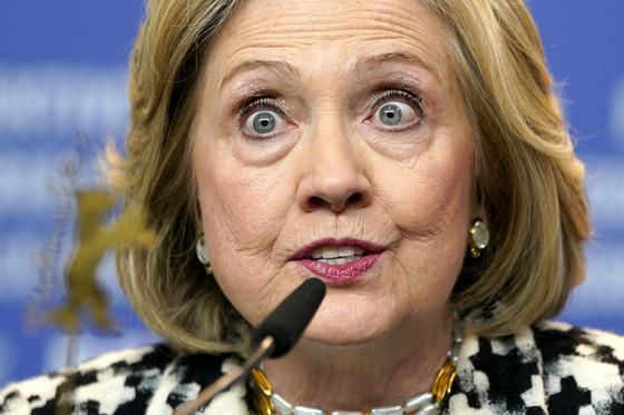 힐러리 클린턴 전 국무장관이 아동 성매매 조직과 연루됐다는 가짜뉴스인 '피자게이트'가 4년 만에 온라인에서 다시 유행하고 있다. [EPA=연합뉴스]