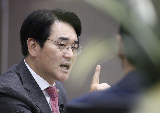박용진 민주당 의원이 24일 국회 의원회관 사무실에서 중앙일보와 인터뷰하고 있다. 임현동 기자