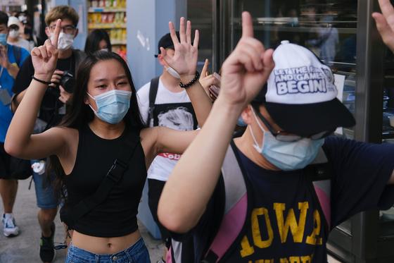 홍콩 시민들이 지난 28일