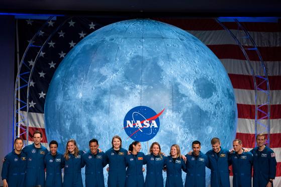 올해 1월 미국 우주항공국(NASA)과 캐나다 우주항공국의 우주 비행사들이 미국 휴스턴에 위치한 우주 비행센터에서 행사를 하고 있다. [AFP=연합뉴스]