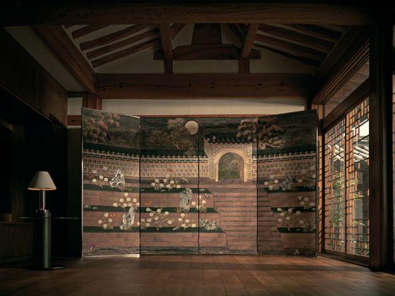 영국 벽지 브랜드 드고네이와 공간 기획자 양태오가 협업해 한국 컬렉션을 냈다. 궁궐도의 모습. [사진 태오양 스튜디오]