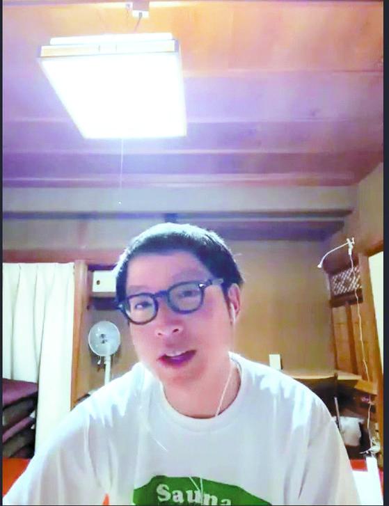 지난 26일 혼마 히데키(26)씨가 영상회의 시스템인 '줌'을 이용해 나가노현 이나시에 있는 집에서 취재에 응하고 있다. [윤설영 특파원]