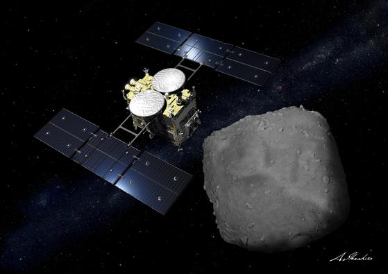 일본우주항공연구개발기구(JAXA)의 탐사선 하야부사 2호는 지난해 지구에서 3억4000만km 떨어져 있는 지름 900m의 소행성 류구에서 샘플 채굴을 했다. 사진은 하야부사 2호(왼쪽)와 류구의 컴퓨터 그래픽 이미지다. [로이터=연합뉴스]