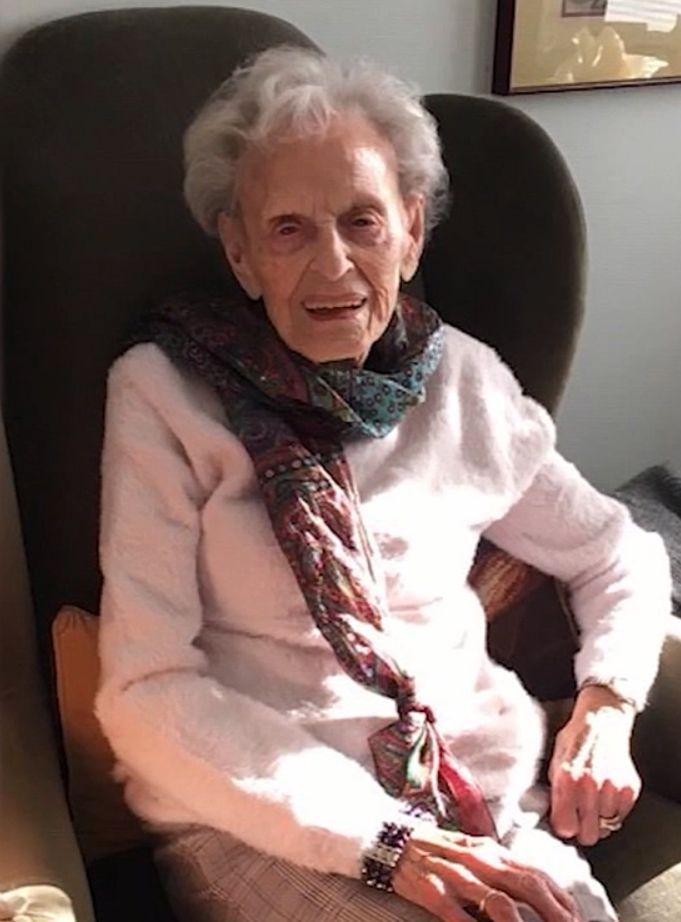 102년의 시차를 두고 스페인 독감도, 코로나19도 모두 이겨낸 제리 섀팰스 할머니. [사진 CNN]