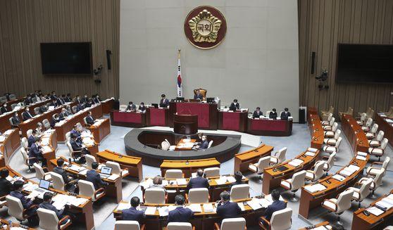 국회 예산결산특별위원회 전체회의가 미래통합당 의원이 불참한 가운데 30일 국회에서 열리고 있다. [임현동 기자]