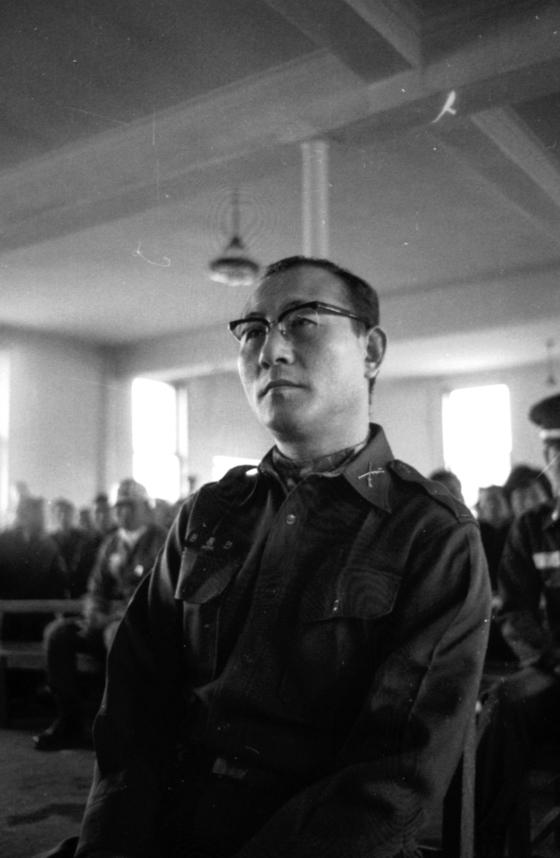 1965년 쿠데타 음모사건으로 재판 받는 故 원충연 대령. [중앙포토]