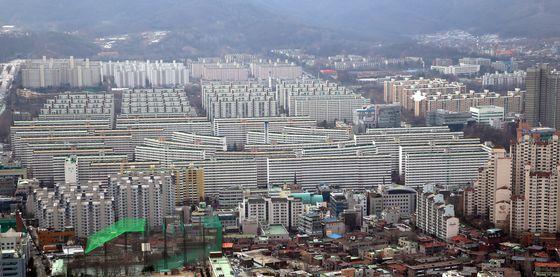 4000가구가 넘는 서울 강남구 대치동 은마는 집값 선두에 서 있는 재건축 대장주다. 지난 6.17대책 영향이 가장 큰 단지로 꼽힌다.