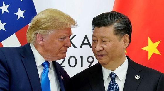 미국 도널드 트럼프(왼쪽) 대통령과 중국 시진핑 국가주석. 사진은 지난해 6월29일 일본 오사카에서 열린 주요 20개국(G20) 정상회의에서 따로 만난 모습.