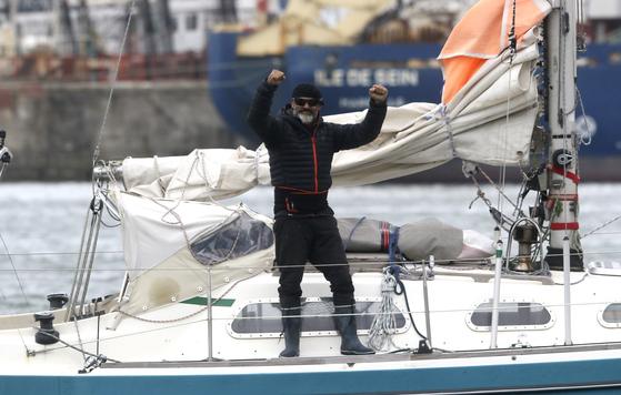 후안 마누엘 바예스테로가 포르투갈을 출발 한지 85일 만인 지난 17일 아르헨티나 마르 델플라타항에 도착했다. [AP=연합뉴스]
