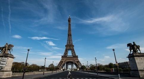 봉쇄령이 내려졌던 지난 4월 7일 프랑스 파리 에펠탑 주변의 모습. 여행객들이 사라지면서 거리가 텅 비었다. [AFP=연합뉴스]
