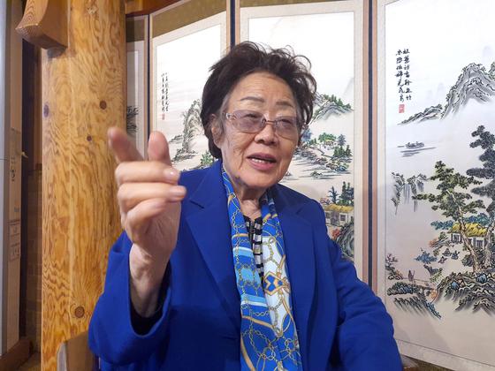 일본군 위안부 피해자인 이용수 할머니가 13일 대구에서 월간중앙과 인터뷰하고 있다. 문상덕 기자