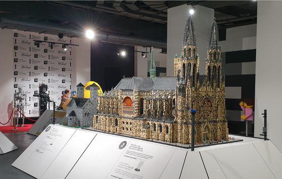 성 비투스 대성당(St. Vitus Cathedral). 사용된 브릭 수 40만 개, 제작 기간 1,800시간. [사진 브릭캠퍼스]