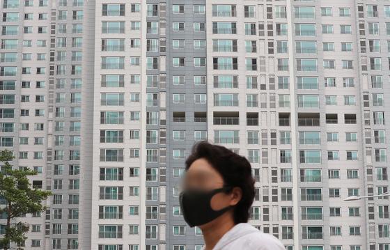 김현미 부동산대책 작동한다는데…6월 집값·전셋값 다 올랐다