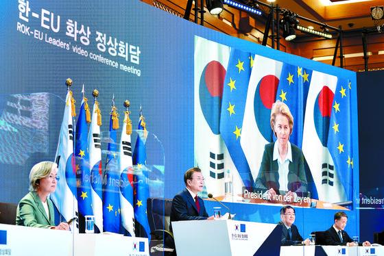 문 대통령, EU 지도부와 화상 정상회담