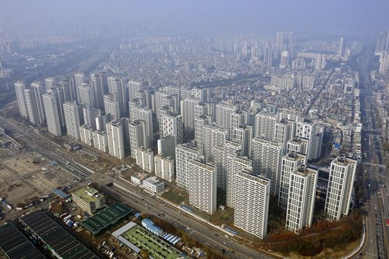 1만가구에 가까운 서울 송파구 가락동 헬리오시티. 입주 2년을 맞아 전세계약 만기가 돌아오면서 보증금이 많게는 5억원까지 올랐다.