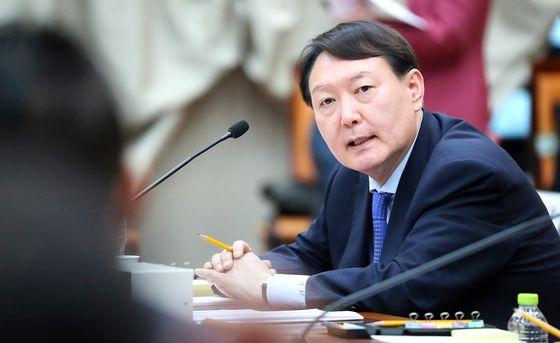 윤석열, 3일 검사장 회의 연다…추미애 지휘 수용 등 논의