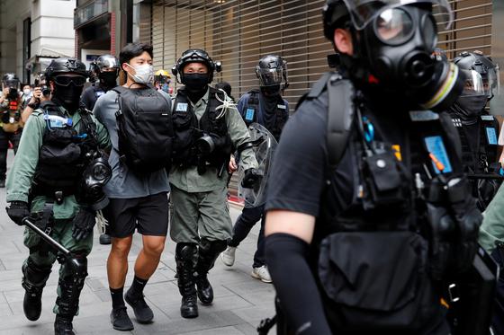 중국 정부에서 '홍콩보안법'을 밀어붙이면서 국제사회의 우려가 점점 커지고 있다. 홍콩의 정치적 자유가 크게 위축될 것으로 보인다. [로이터=연합뉴스]