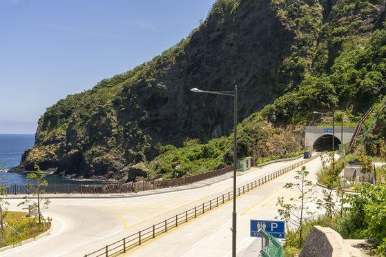 울릉도 일주도로 마지막 미개통 구간이었던 내수전 터널. 2018년 12월 개통했다. 터널 앞으로 와달리 휴게소가 있다. 백종현 기자
