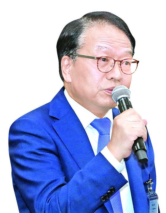 한인섭 한국형사정책연구원장이 지난해 국정감사에서 의원 질의에 답변하고 있다. [뉴스1]