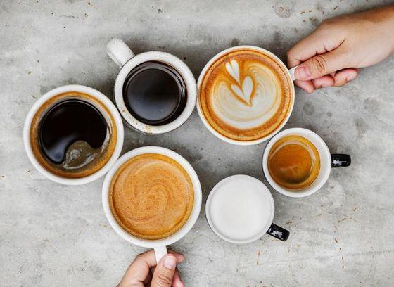 커피가 유럽에 전파된 뒤에도 논란이 있었다. 가톨릭신자들은 이교도의 음료인 커피 음용을 금지해 달라고 청원을 했지만, 커피를 맛보고 반한 교황은 커피에 세례를 주고 음료로 허용하는 칙령을 발표했다. [사진 pxhere]