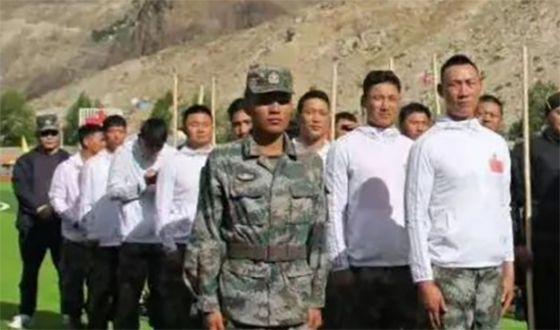 중국 시짱군구가 인도 국경 지역 충돌에 대비해 설립한 5개 민병부대. 덩치 큰 격투기 선수들로 구성된 쉐아오 고원반격부대가 보인다. [중국군망]