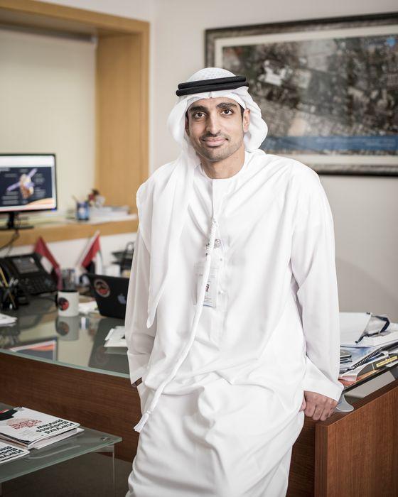 옴란 샤라프(37) UAE 화성 탐사선 프로젝트 총괄 책임자는 UAE의 우주개발 역사 만큼이나 젋다. 2005년 미국 버지니아대에서<br>전기공학 학사를 받고, 2013 년 한국과학기술원(KAIST)에서<br>과학기술정책 석사학위를 받았다.
