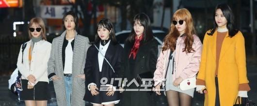 권씨가 탈퇴하기 전 아이돌 그룹 AOA 멤버들. 일간스포츠