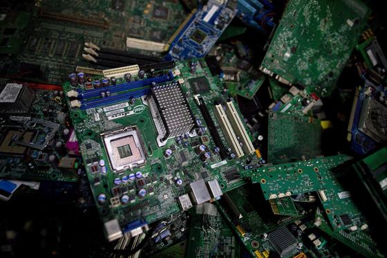 지난 2일 필리핀의 한 쓰레기장에 버려진 전자 폐기물의 모습 [로이터=연합뉴스]