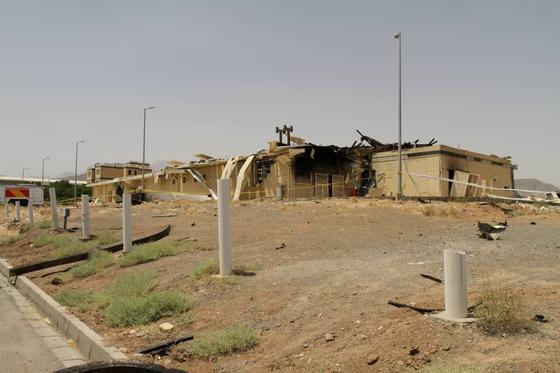 이란원자력청이 지난 2일 공개한 불이 난 나탄즈 핵시설. [AP=연합뉴스]