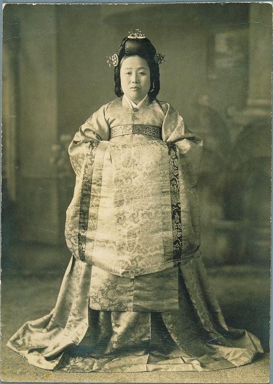 조선왕조의 마지막 주방상궁이었던 한희순 상궁의 50세 때 관례복(1939년)