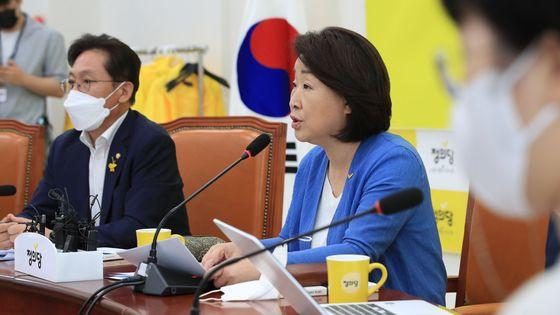 정의당 심상정 대표가 6일 국회에서 열린 상무위원회에서 발언하고 있다. 연합뉴스