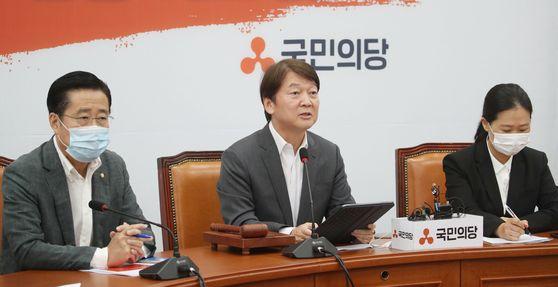 안철수 국민의당 대표가 6일 서울 여의도 국회에서 열린 최고위원회의에서 발언을 하고 있다. 뉴시스