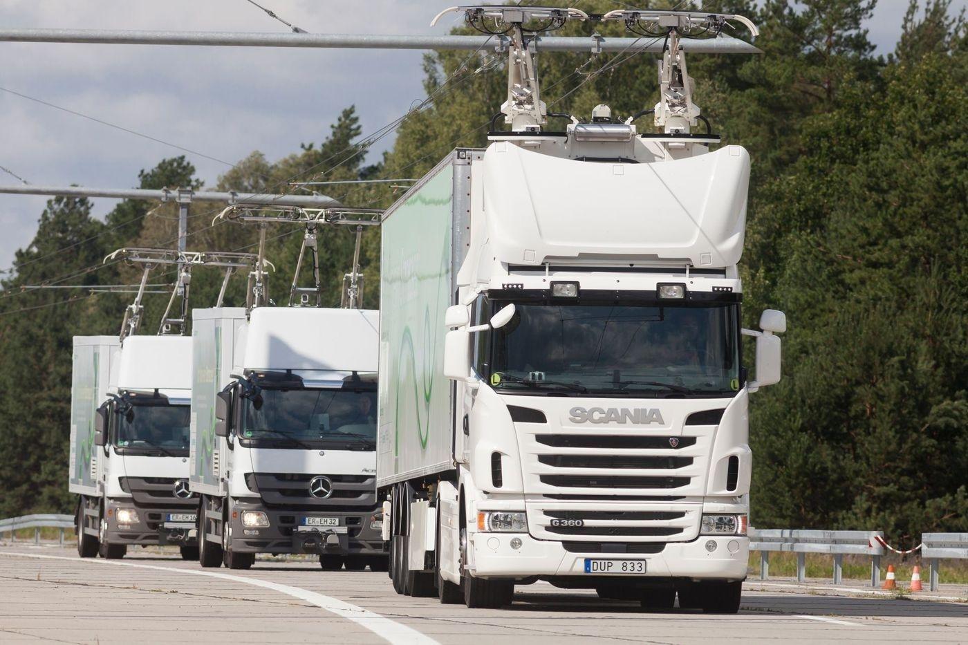 트럭이 마치 전철처럼 전기를 공급받으며 달릴 수 있는 'e-highway'. [출처 지멘스 홈페이지]