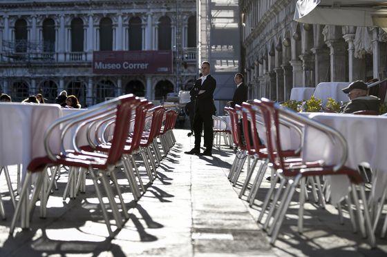 코로나19로 손님이 끊긴 이탈리아 베네치아 식당. [AP=연합뉴스]