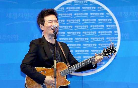 가수 안치환, 진보 권력 비판 담았다…신곡 '아이러니' 발표