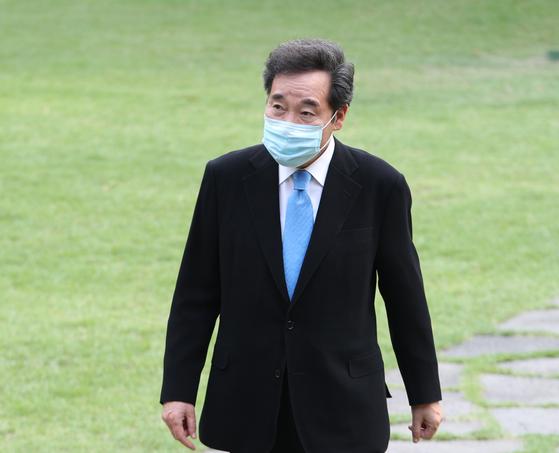 이낙연 더불어민주당 의원이 6일 오후 서울 여의도 국회 사랑재에서 열린 책 읽는 국회의원 모임에 참석하고 있다. 이 의원은 오는 7일 당대표 출마 선언을 할 예정이다. 뉴스1