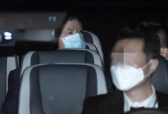 미국의 북핵 협상 수석대표인 스티븐 비건 미국 국무부 부장관이 7일 오후 서울 시내에 마련된 숙소에 도착하고 있다. 연합뉴스