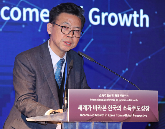 """홍장표 또 '소주성'자찬…""""코로나19로 소주성 가치 재발견"""""""
