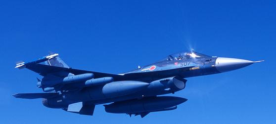 일본 정부가 항공자위대의 주력 전투기인 F-2를 이을 차세대 전투기를 개발하고 있다. 사진은 비행 중인 F-2 전투기의 모습. [사진 항공자위대]