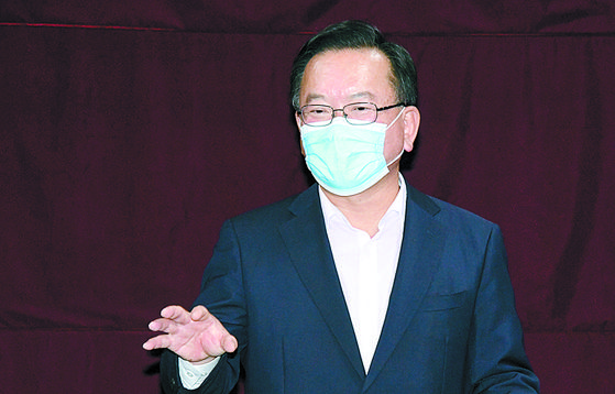 김부겸 민주당 전 의원이 7일 광주를 방문해 시의회에서 기자회견을 하고 있다. [연합뉴스]
