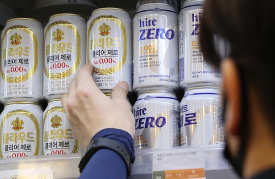 서울 시내의 한 마트 무알코올 판매대. 연합뉴스